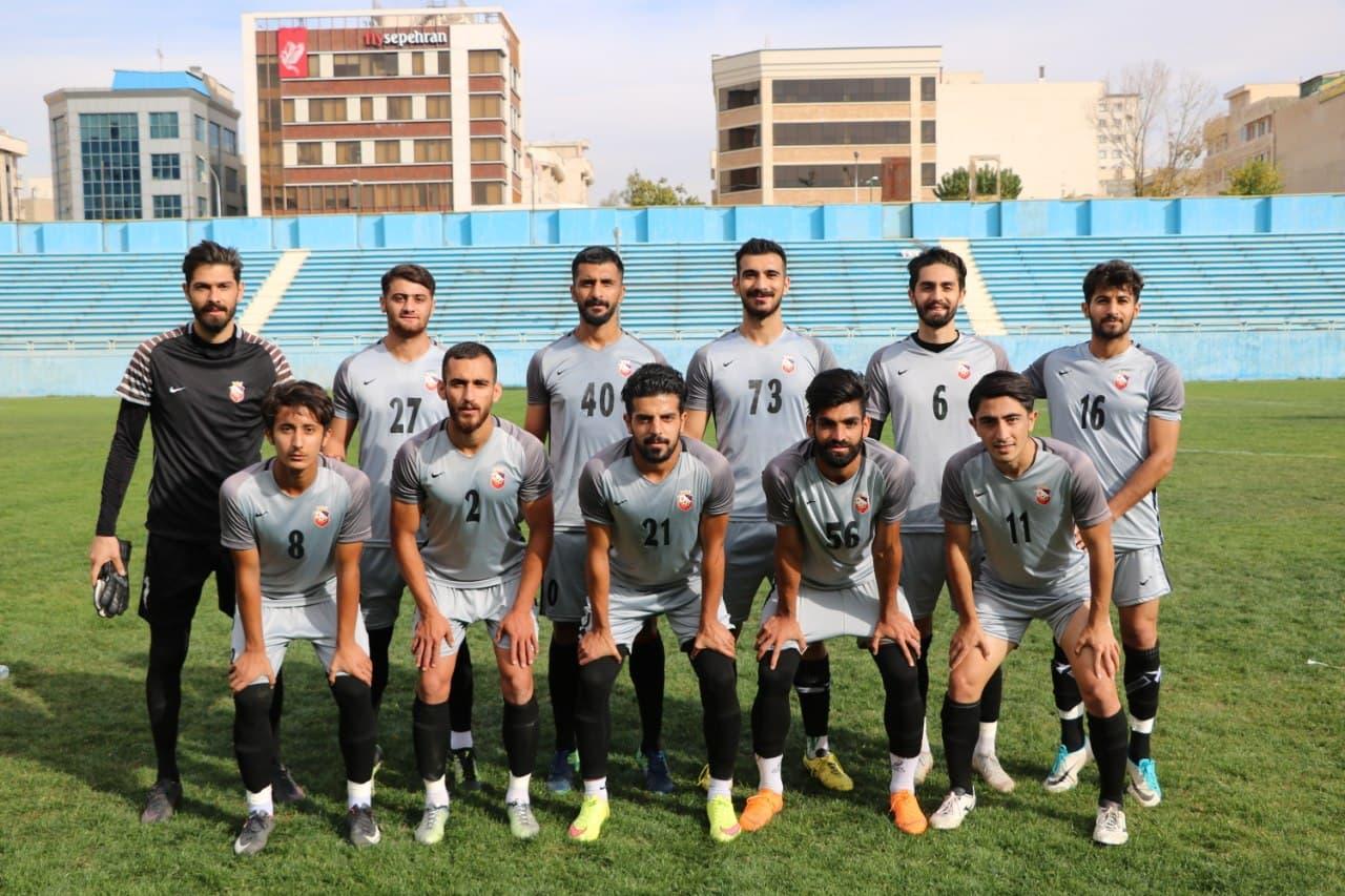 تساوی ارزشمند ۹۰ی ها در بوشهر