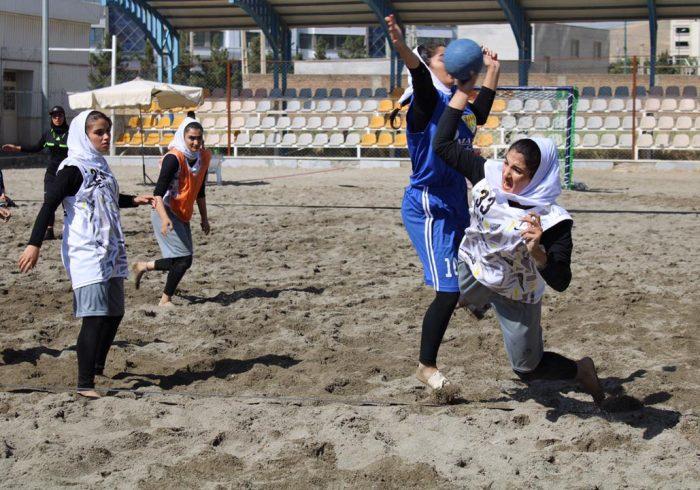 نتایج روز نخست مسابقات هندبال ساحلی دختران منطقه شمال کشور به میزبانی اورمیه
